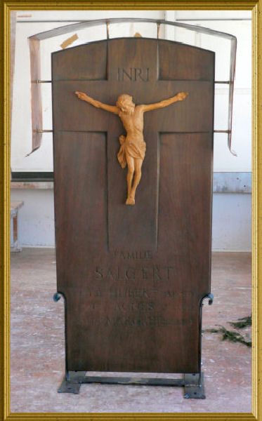 Tomb of Christ made ​​of tropical wood with mounted body