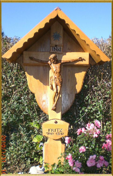 Grave cross made of oak with a Baroque Jesus body